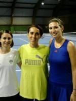 Francesca Bortolazzi e Giulia Vincenzi con, al centro, la maestra del TC San Felice Raffaella Salvi