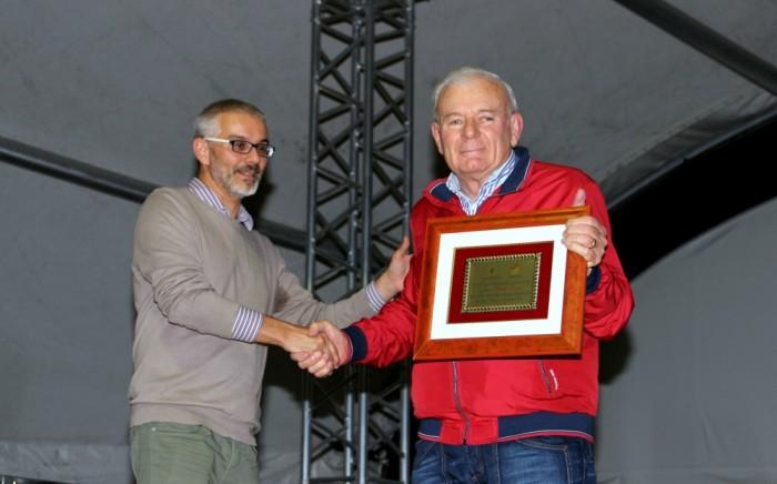 L'assessore Bondioli premia Orazio Taddei (Euroricambi)